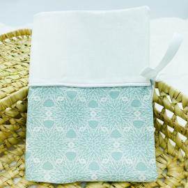 Protège carnet de santé fleurs turquoises